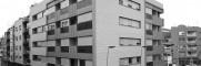 <p>Edificio que dispone de dos plantas sótano para aparcamiento con un total de 37 plazas y 18 trasteros. En planta baja se sitúa el zaguán de acceso a las viviendas, el acceso para vehículos y un local comercial. En cada una de las cuatro plantas altas se sitúan 6 viviendas, siendo un total de 24 [&hellip;]</p>