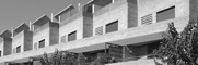 <p>5 viviendas adosadas, todas ellas iguales en cuanto a programa, aunque las viviendas esquineras se ajustan a los lindes y disponen de variaciones en las medidas. Las viviendas disponen de un garaje en planta baja con capacidad para dos vehículos, con un patio posterior y un lavadero situado bajo la escalera. En primer piso se […]</p>